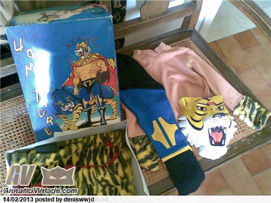 Cerco costume maschera vestito di carnevale uomo tigre